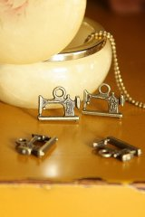 Antique Style Bronze Charms - Little Sewing Machine