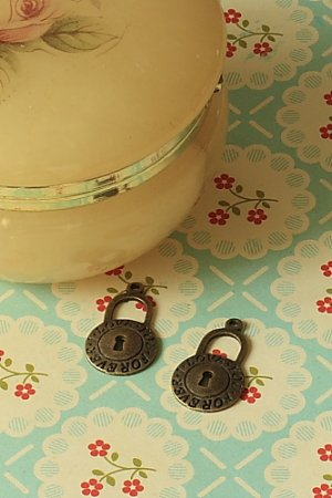Photo1: SALE-Antique Style Bronze Charms -  Little Lock