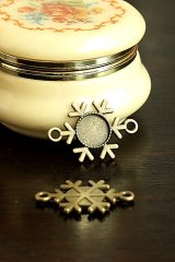 SALE-Antique Style Bronze Charms - Snow flake plate