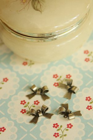 Photo1: Antique Style Bronze Charms - Mini Bows